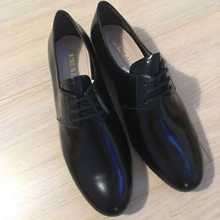 PRADA Black leather Oxford Shoes Size 37 NEW IN BOX