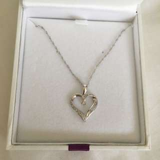 🌻 BRAND NEW 9CT WHITE GOLD HEART DIAMOND NECKLACE 🌻