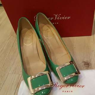 roger vivier 正品 金扣 竹子綠 漆皮 65mm跟鞋$14000