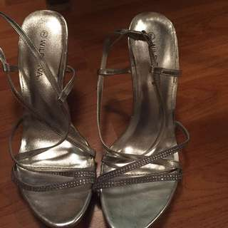 Size 7 Diamond Silver Heels