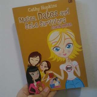 Mates, Dates, And Sole Survivors By Cathy Hopkins (Teenlit) (Indonesian)