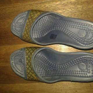 2nd hand authentic used Crocs Wedge Sandals Size 6