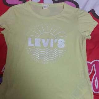🚚 🎀~Levl's鵝黃色LO T恤~🎀