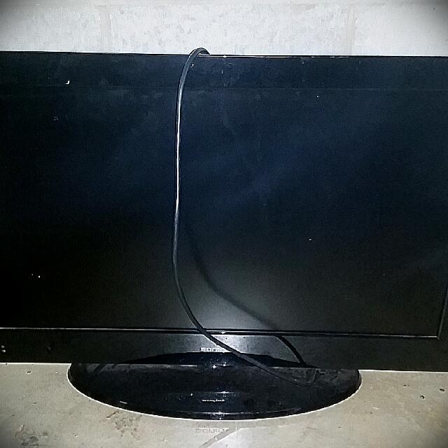 32' Flat Screen Soniq TV