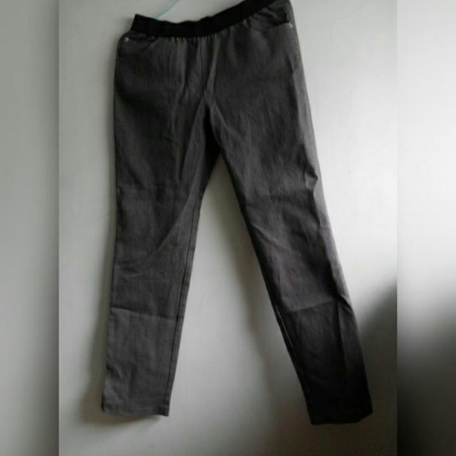 深灰直筒褲