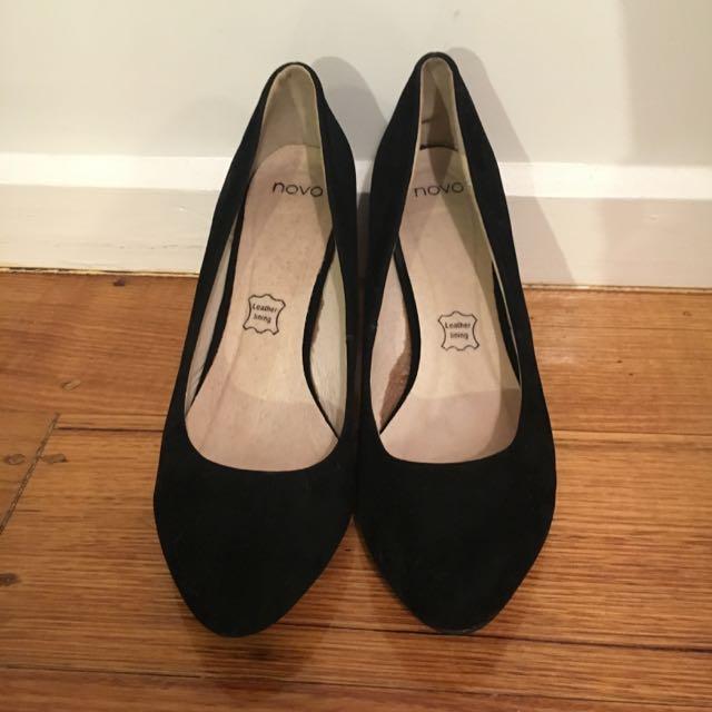 black novo small heels size 9