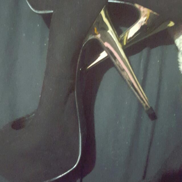 Emerson Size 5 Golden Heel