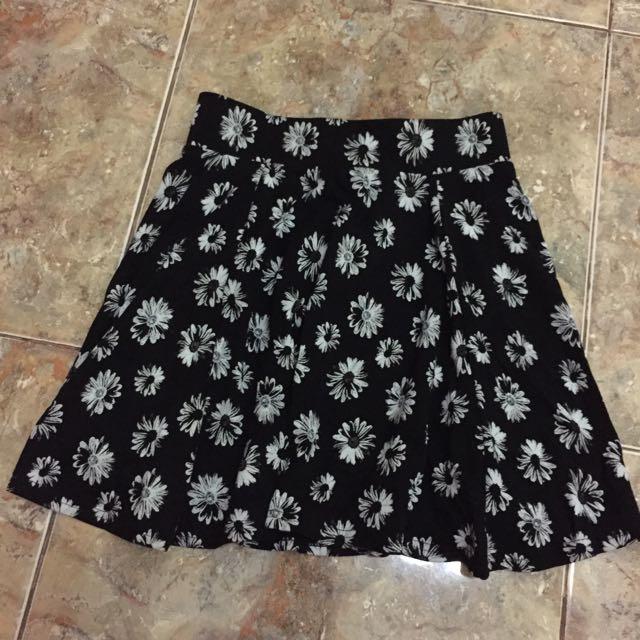H&M Black Floral Skirt - Size XS (ORIGINAL 100%)