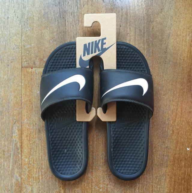new style d8060 f555f Nike Benassi Swoosh Slippers