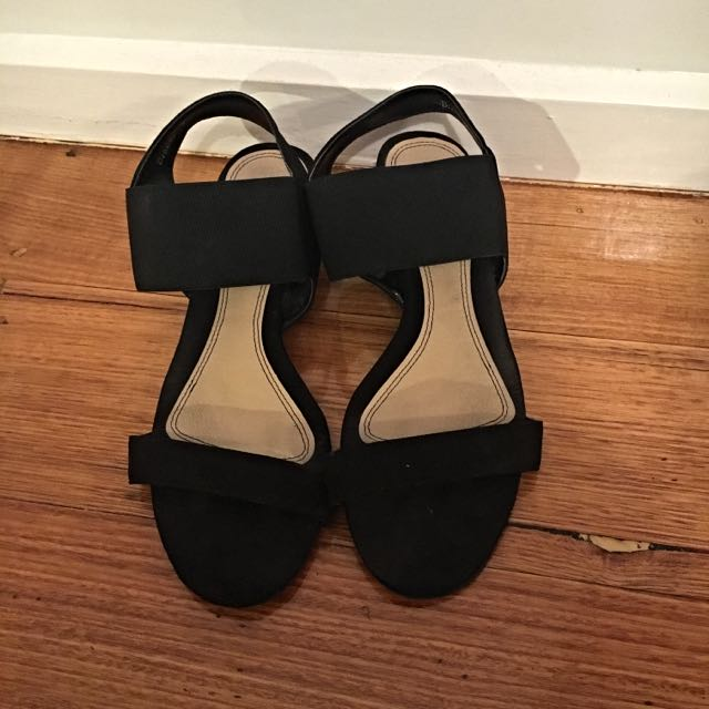 novo black low heels size 9