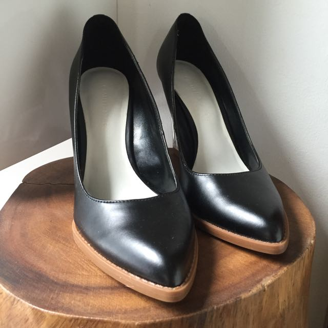Preloved Charles And Keith Black Pump Shoes