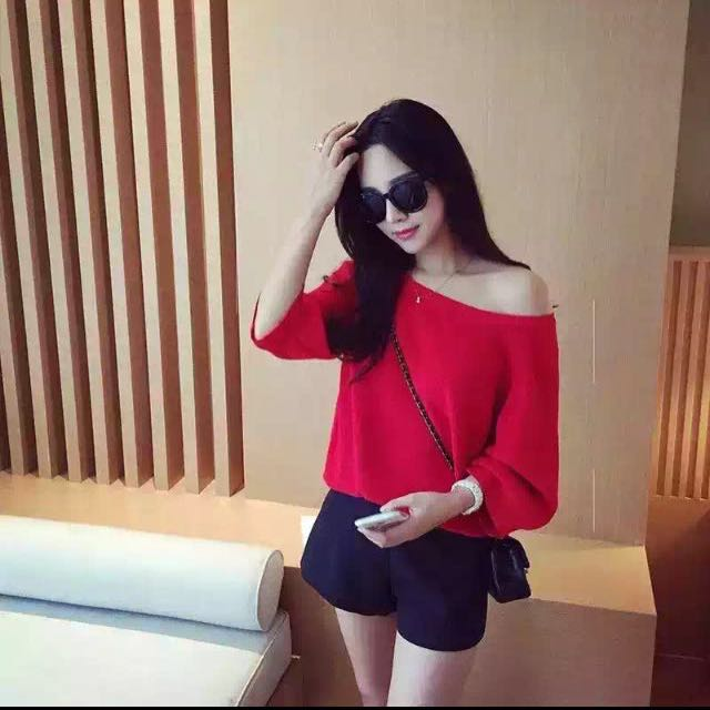 Red Knitted Top With Puffy Sleeves
