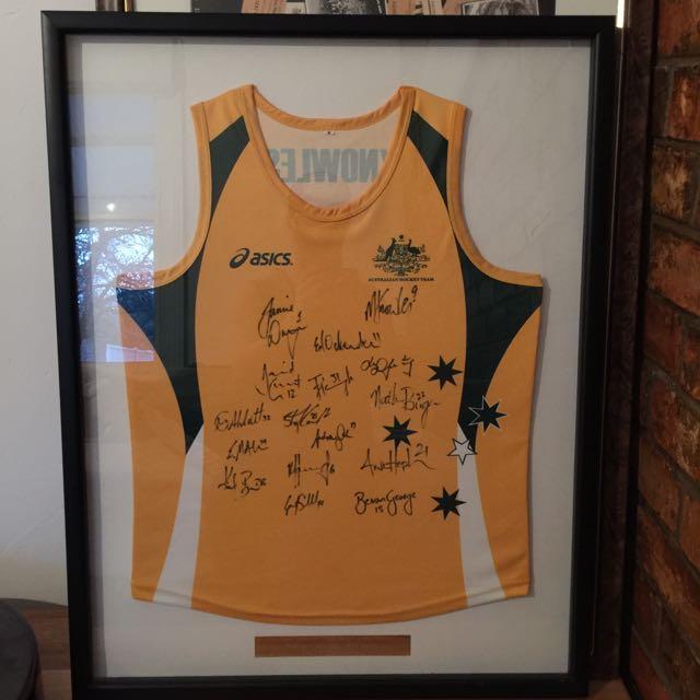 Signed & Framed Aus 2006 Hockey Trophy Winners