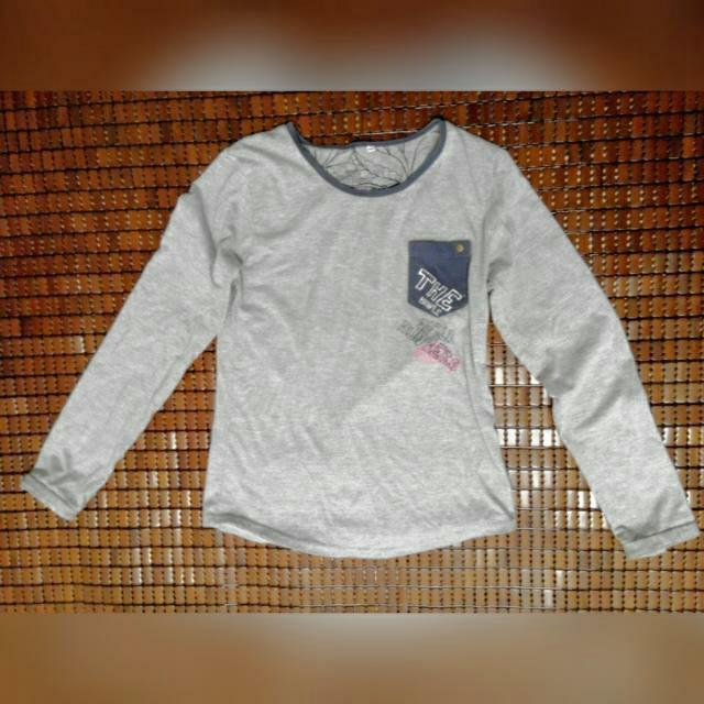 灰色長袖T恤