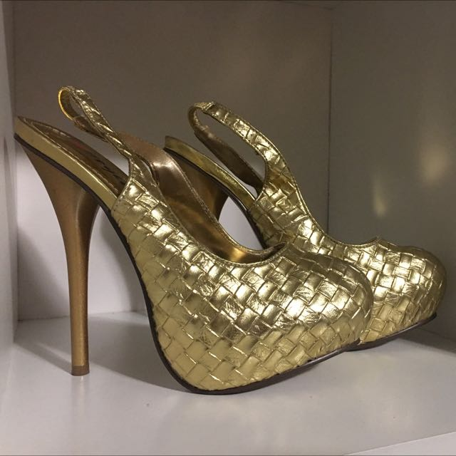 Woman's Size 7 gold heels