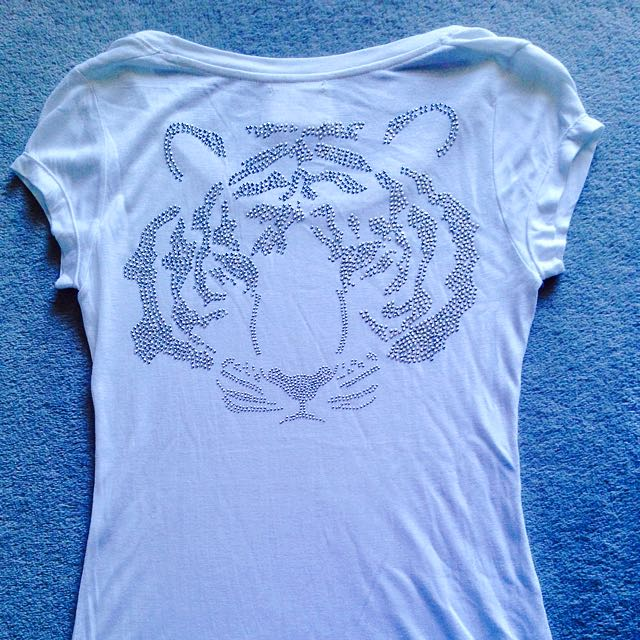 Women's White T-shirt With Studded Tiger Head On The Back Shoulders Small