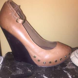 Camel Brown Leather Wedge Size 7