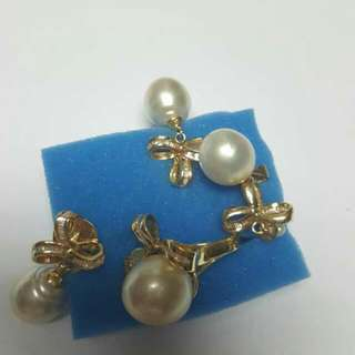 South Sea Pearl set with baguettes on 14k Yellow Gold Setting