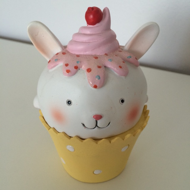 2 piece Bunny cupcake storage container