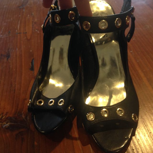 Reduced- Authentic guess Heels Worn Once