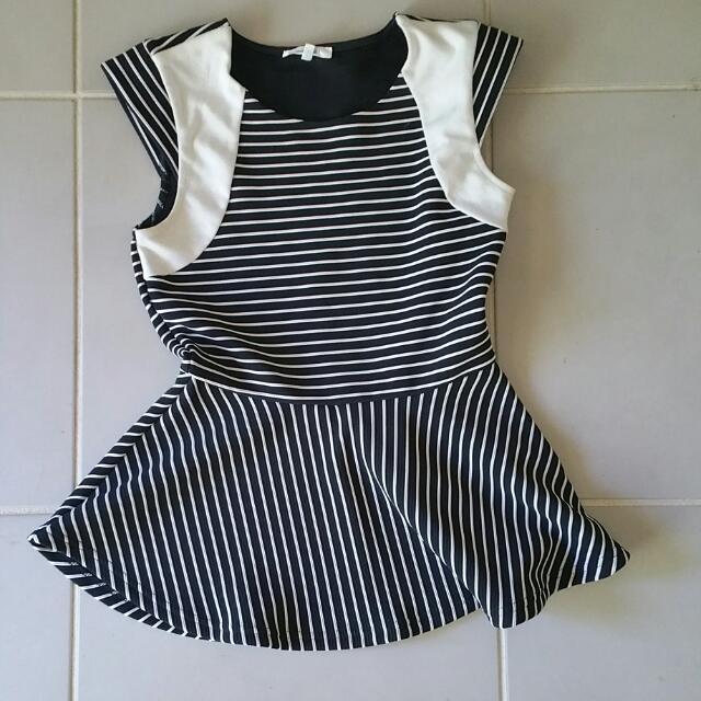 Black And White Stripe Sevleeless Top
