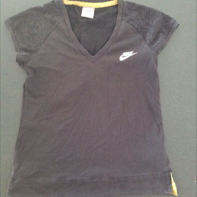 Size M Nike Top (sold Pending Pick Up)