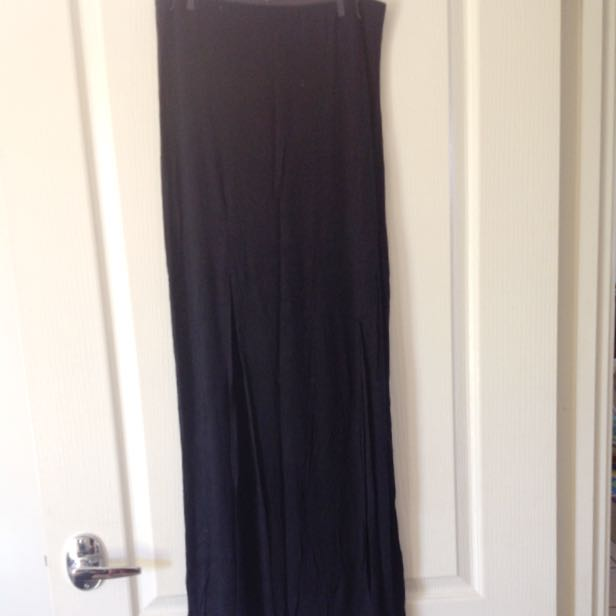 Skirt With 2 Slits At The Front