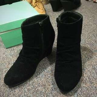 Black boost Heel
