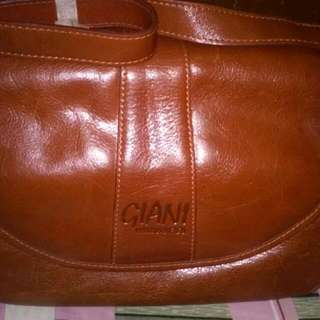 Authentic Giani Leather Bag looks Like New what You See Is What You Get no Filter..