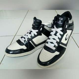 Sepatu Tomkins Pria Good Condition