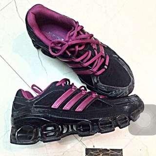 Adidas 鏤空女運動鞋/籃球鞋/跑步鞋
