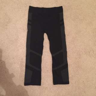 Urbane Activewear Size xs 3/4 Pants