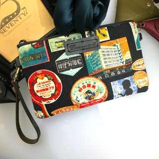 BAP 手拿包 筆袋 手機包 萬用包-日式廣告海報標籤