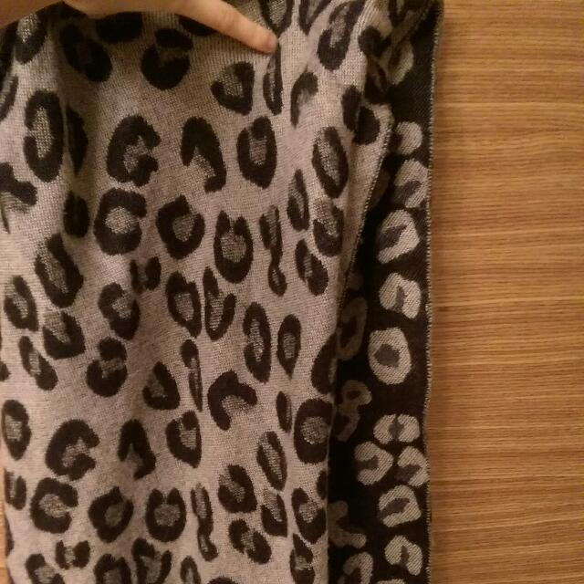 豹紋深藍色圍巾