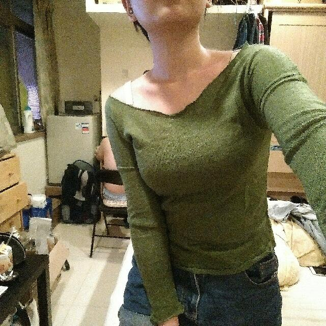 不修邊綠色針織短版上衣