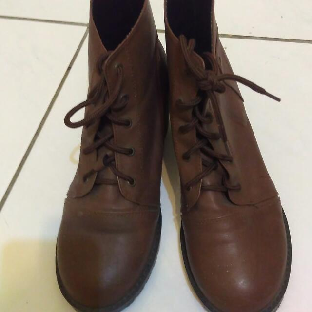 深咖啡短靴