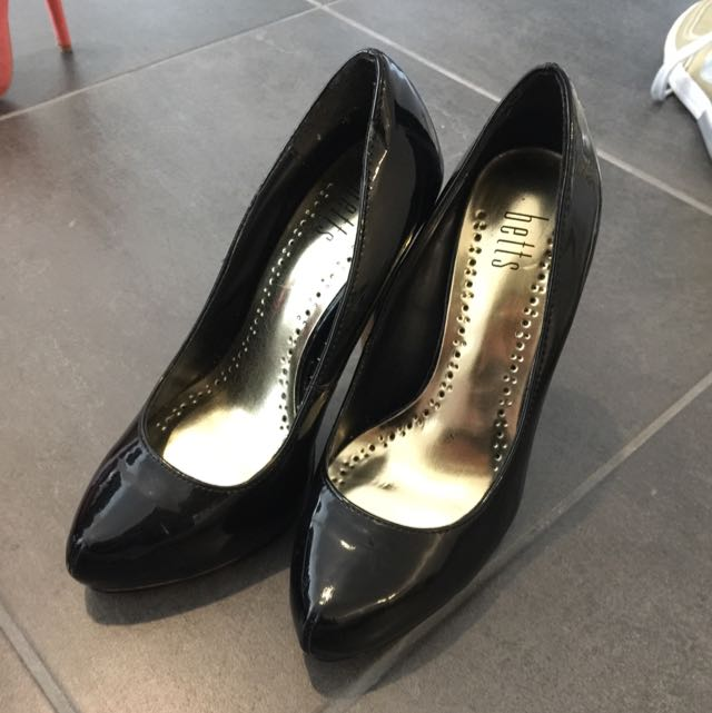 Black High Heels Size 5