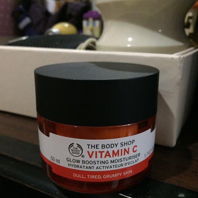 Body Shop - Vitamin C Glow Boosting Moisturiser
