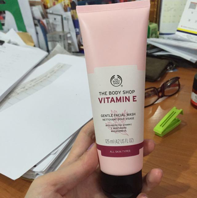Body Shop - Vitamin E Gentle Facial Wash