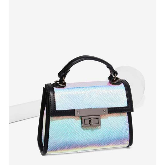 I NEED THIS : Nila Anthony X Nasty Gal Hologram At Me Bag TAGS: Forever 21 Aritzia LF wilfred Zara Brandy Melville Adidas Nike Vintage