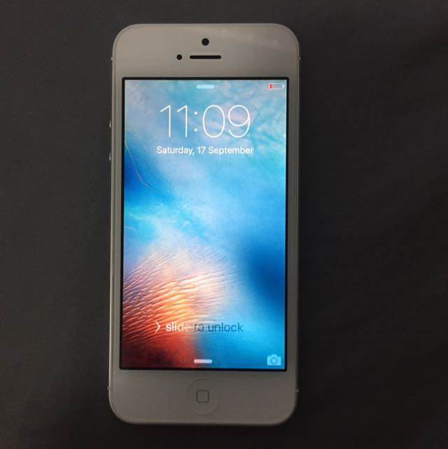iPhone 5 32GB Silver MINT CONDITION