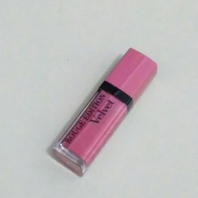 Lipstik Bourjois Rough Velvet Happy Nude Year
