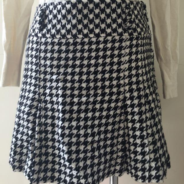 Mini Skirt Hounds