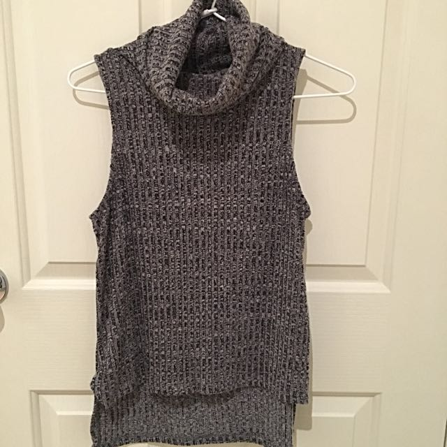 Sleeveless Turtle Neck Knit Top