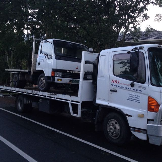 Tilt Tray Tow Truck Towing Service