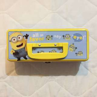 REPRICED! Authentic Universal Studios Minions Tin Carry All
