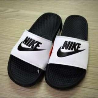(保留)Nike拖鞋 黑白 價錢好談