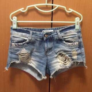 牛仔淺藍色短褲
