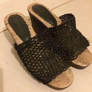 Woman's Shoes Size 5