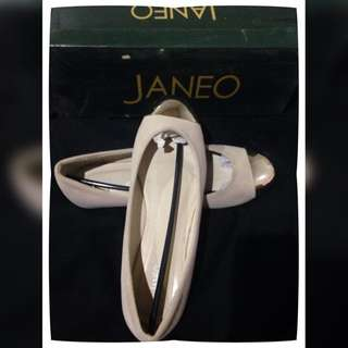 Janeo beige doll shoes